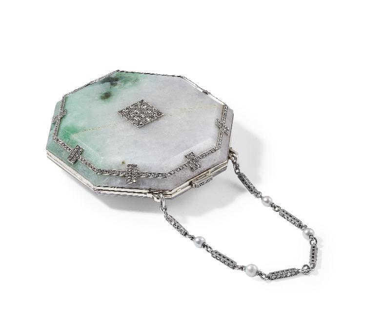 Portacipria in oro, platino, giadeite, perle e diamanti firmata Cartier Paris, 1910 circa Stima € 20.000 - 30.000