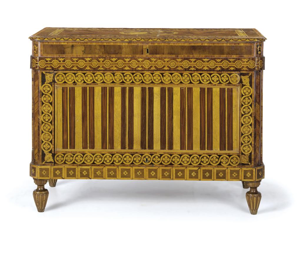 Cassettone impiallacciato in legni vari Lombardia, XVIII-XIX secolo