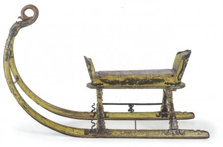 Slitta in legno intagliato e laccato XVIII secolo