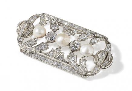 Spilla a placca in oro, platino, perle e diamanti 1930 circa Stima €7.000 - 9.000