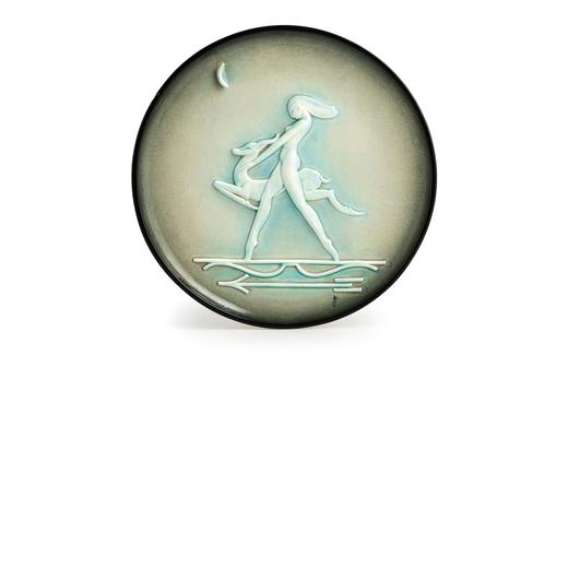 PIATTO IN CERAMICA POLICROMA, MANIFATTURA DEL 1940 CIRCA  decorato a rilievo con Diana cacciatrice;