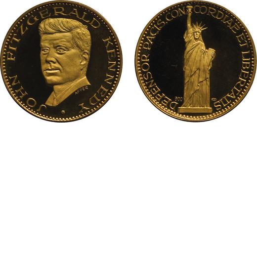 MEDAGLIE E DECORAZIONI ESTERE. MEDAGLIA IN ORO DI KENNEDY in astuccio con certificato. Oro, 17,5 gr,
